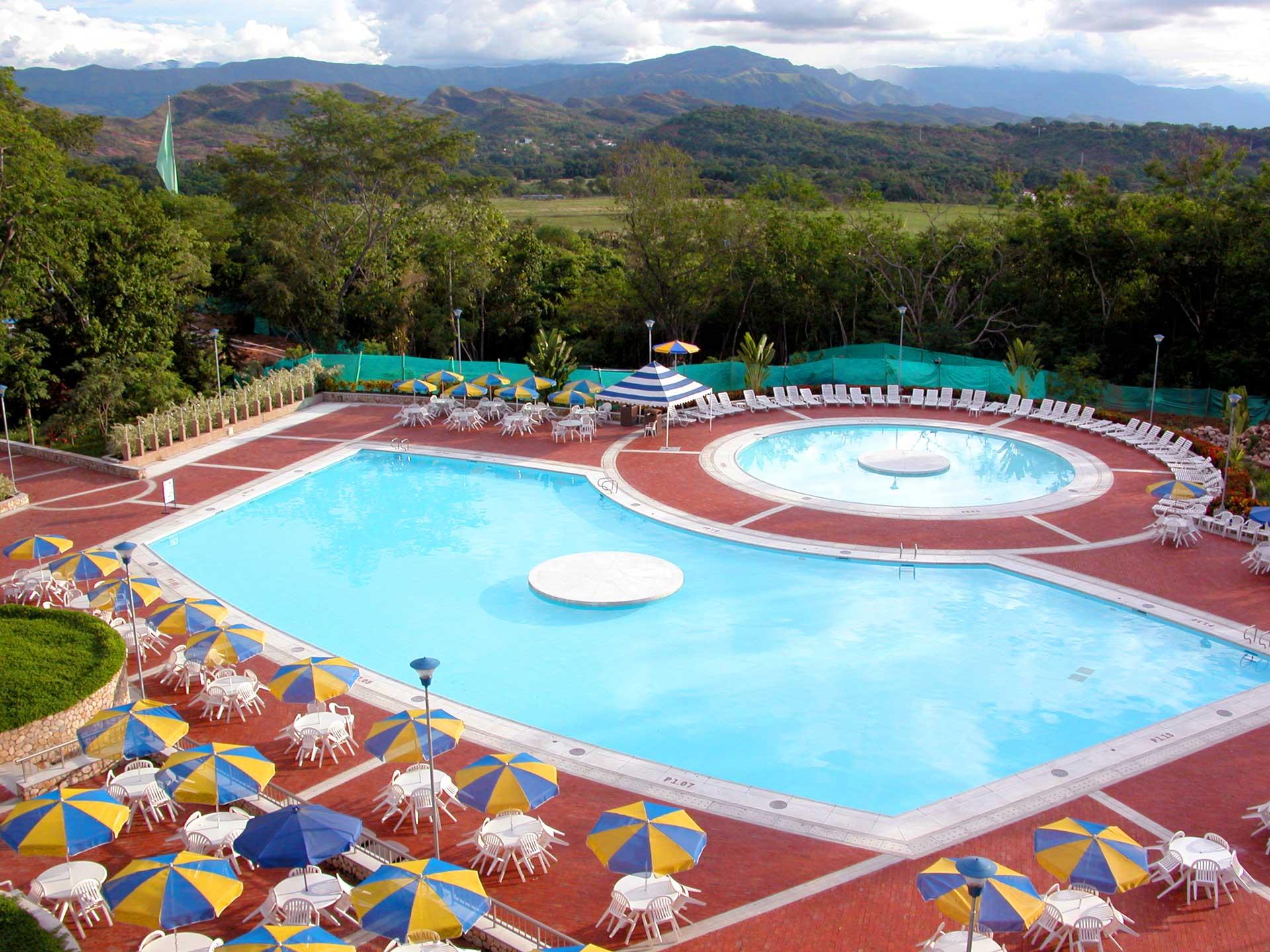 hero-piscina-el-oasis